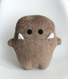 Sewing Stuffed Animals This might be the cutest stuffed monster like ever. Sewing Toys, Sewing Crafts, Sewing Projects, Sewing Art, Sewing Ideas, Monster Dolls, Felt Monster, Mini Monster, Monster Face