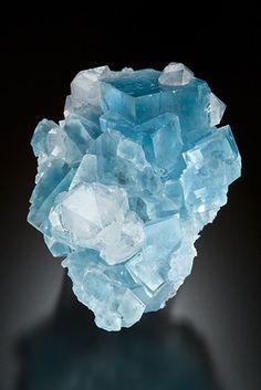 Fluorite (em bruto | raw) ❥ Pedra de protecção e estabilizadora, harmoniza a…