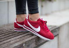 Découvrez une présentation en images de la Nike Classic Cortez NY (Gym Red/White), une running en nylon rouge pour homme et femme (printemps 2016).