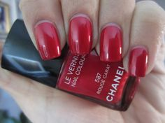 CHANEL Le Vernis Rouge Carat #587 Holiday 2011