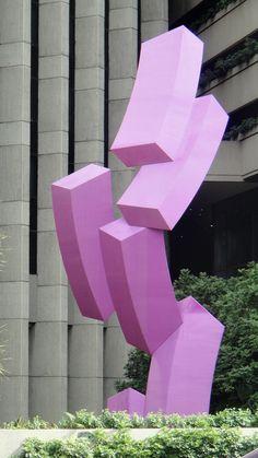 Escultura en la Torre CorpBanca de La Castellana