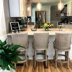 Home Decor Kitchen, Kitchen Design, Stools For Kitchen Island, Island Stools, Bentwood Chairs, Bar Chairs, Lounge Chairs, Swivel Counter Stools, Ideas Hogar