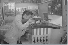 Elvis lets off steam at a downtown pinball arcade, in between Fox Theatre shows. (Photo courtesy of MRPI Collection).