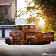 Twin cab classic truck Have you thought about how your food gets to the place where you eventually buy it? How far has it traveled and how? Hot Rod Trucks, Cool Trucks, Big Trucks, Chevy Trucks, Cool Cars, Pick Up, Hot Rod Pickup, Old Pickup, Rat Rods