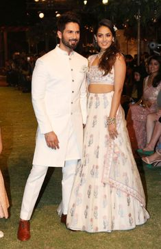 Shahid Kapoor and Mira Rajput present a creation by Anita Dongre during a fashion show at Lakmé Fashion Week Summer Resort 2018 in Mumbai. #ShahidKapoor #MiraRajputKapoor #MiraRajput #bollywoodactors #models #modelife #BudgetWithIndiaTV #fashionist #fashion #fashionmodel