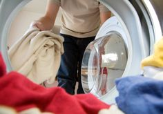 Eco-Friendly Laundry Tips: Just a few simple changes in your laundry routine can make a big difference, and you already have many of the best natural laundry products in your pantry. Doing Laundry, Laundry Hacks, Remove Oil Stains, Commercial Laundry, Clothes Dryer, Smelly Clothes, Laundry Service, Cleaning Service, Laundry Detergent