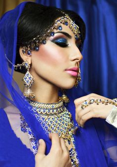 Top Latest Indian bridal makeup looks for soon-to-brides: Bollywood Brides/Divas Wedding Look. Beautiful Indian bridal looks Asian Bridal Makeup, Bridal Makeup Looks, Indian Makeup, Bridal Hair And Makeup, Bridal Looks, Indian Beauty, Hair Makeup, Pakistani Makeup Looks, Hindu Girl
