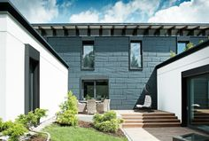 Einfamilienhaus in der Slowakei mit dem PREFA Fassadenpaneel FX.12 in anthrazit Credit: Wolfgang Croce Metal Wall Panel, Metal Walls, Aluminium, Garage Doors, Outdoor Decor, Design, Home Decor, Home, Detached House