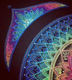 Corner of colourful mandala on black, with a crown. Corner of colourful mandala on black, with a crown. Mandalas Painting, Mandalas Drawing, Zentangle Drawings, Art Drawings, Zentangles, Mandala Artwork, Mandala Nature, Flower Mandala, Image Mandala