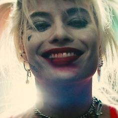 In Birds of Prey, Margot Robbie's Harley Quinn envisions a world where the unruly woman is allowed to cut loose. Arlequina Margot Robbie, Margot Robbie Harley Quinn, Joker Und Harley Quinn, Harley Quinn Cosplay, Aesthetic Movies, Aesthetic Videos, Queen Videos, Harley Quinn Drawing, Tumbrl Girls