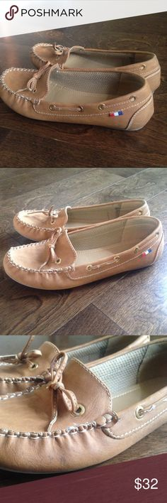 Peśaro Flats Loafers. See photo to see doe stitching coming off. Pesaro Shoes