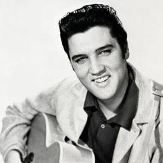 To be completely candid, Elvis Presley did not watch his waistline. Some of his favorite foods were . Elvis Presley Kuchen, Elvis Sings, Rockabilly Rebel, Male Icon, Dinner Club, Lisa Marie Presley, Taste Of Home, Her Smile, Rock And Roll