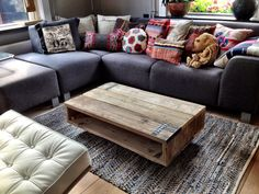 hand- homemade piece of furniture: a coffee table made out of used scaffolding wood! Funky Furniture, Industrial Furniture, Wood Furniture, Furniture Repair, Woodworking Furniture, Decoration Palette, Made Coffee Table, Homemade Furniture, Handmade Furniture
