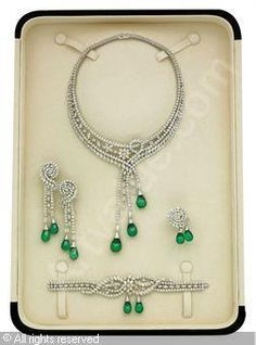 Emerald Earrings Set of Emerald and diamond, emeralds stated to weigh a total of carats, diamonds stated to weigh a total Royal Jewelry, Luxury Jewelry, Jewelry Sets, Jewelry Accessories, Fine Jewelry, Jewelry Design, Emerald Bracelet, Emerald Earrings, Emerald Jewelry