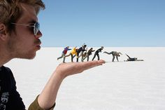 34 Awesome Forced Perspective Photos That'll Blow Your Mind