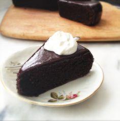 G Bakes!: Sacher Torte con Nutella y harina de avellana Funfetti Wedding Cake Recipe, Chocolate Recipes, Chocolate Cakes, Chocolate Pastry, Chocolate Sponge, Cake Board, Cupcake Cakes, Cupcakes, Let Them Eat Cake