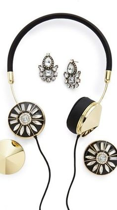 Sparkly earphones & earrings to match? Yes, please! Cute #gift idea @baublebar @nordstrom