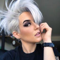 Too blue Short Grey Hair, Short Sassy Hair, Short Hair Styles, Funky Hairstyles, Hairstyles Haircuts, Short Haircuts, Short Hair Accessories, Grow Out, Pixie Haircut
