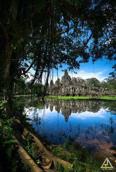Hidden Bayon, Cambodia; photo by La Mo