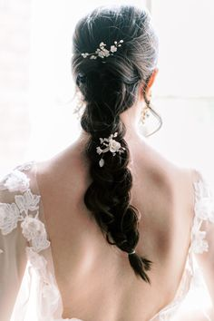 The Best Floral Perfume For Your Bridal Style Wedding Hairstyles For Long Hair, Wedding Hair And Makeup, Bridal Makeup, Hair Makeup, Wedding Braids, Loose Braids, Bridal Updo, Hair Pieces, Hair Inspo