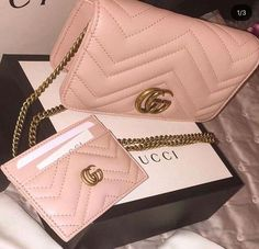 Find tips and tricks, amazing ideas for Gucci purses. Discover and try out new things about Gucci purses site Gucci Purses, Gucci Handbags, Handbags Michael Kors, Luxury Handbags, Fashion Handbags, Purses And Handbags, Fashion Bags, Cheap Handbags, Popular Handbags