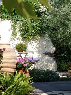 Griekse tuin in Nederland.  Het ontwerp en de aanleg van deze tuin werd verzorgd door Aardoom Hoveniers