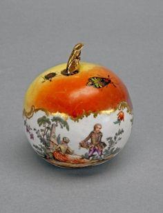 Perfume vessel - apple-shaped, 1730, Meissen Porcelain Factory, Meissen.
