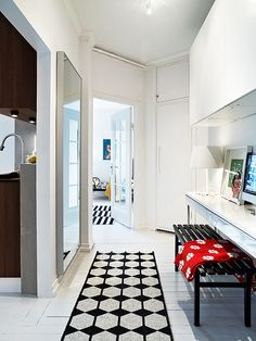 blog-small-apartment-inspiration-hallway-workspace