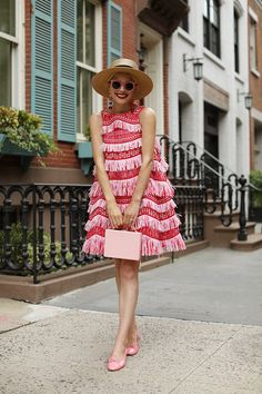 Pink fringe dress and blush chanel flats // my favorite pink and red outfit - click through to shop! Pink Fashion, Fashion Week, Fashion Looks, Fashion Outfits, Fashion Trends, Fashion Tips, Style Fashion, 80s Fashion, Vintage Fashion