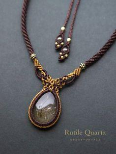 Collana Macrame con pietra naturale del quarzo