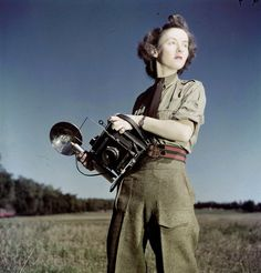 Women in WWII - Sergeat Karen Hermiston, the first female military photographer in the Canadian Army (ca. Canadian Army, Canadian History, Military Women, Military History, Ww2 Women, Girls With Cameras, Female Soldier, Portraits, Famous Photographers