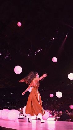 June Ariana Grande performing at the 'Dangerous Woman Tour' in Barcelona, Spain. Ariana Tour, Ariana Grande Outfits, Ariana Grande Pictures, Ariana Grande Wallpapers, Ariana Grande Dangerous Woman Tour, Grand Art, Ariana Grande Sweetener, Mode Outfits, Favorite Person