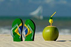 Bem vindos ao Brasil, Rio de Janeiro, ipanema. praia com sol, sandálias havaianas e água de coco!  I born there.