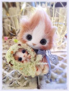 Needle felted cat with baby kitten by Japanese artist Creamy