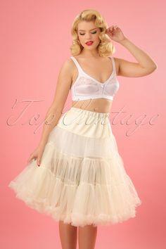 Bunny retro Petticoat chiffon ivory with a white lace bra Robe Swing, Swing Dress, Dress Skirt, Vintage Beauty, Vintage Fashion, Beauté Blonde, Tops Vintage, Retro Lingerie, Lingerie Underwear