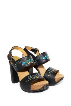 Dámské Boty Desigual / Different. Vegan Shopping, White Sneakers, Trainers, Mustang, Sandals, Heels, Black, Style, Sandal