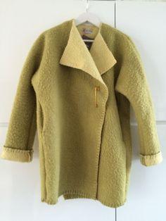 Handmade dekenjas jas made of a wool green blanket,  size M door MORETHANVINTAGENL op Etsy