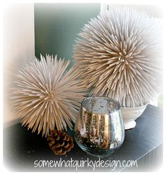 christmas snow Toothpicks + spray paint + floral foam ball make these crazy looking snowballs for hanging or displaying. They would also work great spray painted a different color for a coastal cottage feel adorning a book shelf. Dollar Store Christmas, Dollar Store Crafts, Dollar Stores, Christmas Hacks, Christmas Christmas, Beach Christmas Ornaments, Easy Ornaments, Creation Deco, Floral Foam