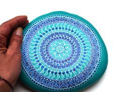 Hand Painted Stone Mandala par ISassiDellAdriatico sur Etsy