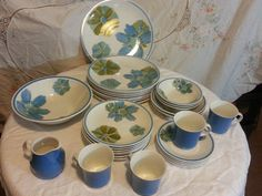 Hey, I found this really awesome Etsy listing at https://www.etsy.com/listing/206394174/vintage-ceramic-guild-esperanto-31-piece