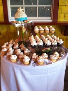 Thinking cupcakes for your beach wedding - we love this and at one of our preferred SW Florida Venues by Simple Elegant Weddings Simple Elegant Wedding, Here Comes The Bride, Diy Projects To Try, Beach Themes, Dream Wedding, Florida, Cupcakes, Treats, Weddings