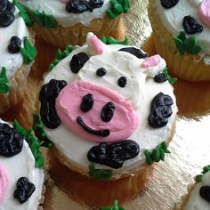 This happy cow. | Community Post: 30 Animal Cupcakes Too Cute To Eat
