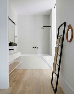 parquet-floating-bath-tub-scale decorative-mirror-round bath-design-marble-white-black-mirror-frame-plant-green-black-cock Source by sandraaparicio_carnets Fall Home Decor, Home Decor Items, Cheap Home Decor, Home Decor Accessories, Remodeling Mobile Homes, Home Remodeling Diy, Living Room Remodel, Living Room Decor, Decor Room