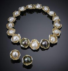 "Grima necklace and earclips with baroque pearls, held in yellow gold and diamond ""oyster shells"", 1972."