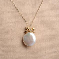 June Birthstone Necklace White Pearl Necklace Pearl Gold by izuly Bride Necklace, White Pearl Necklace, Pearl Jewelry, Gemstone Jewelry, Beaded Jewelry, Gold Necklace, Necklace Chain, Fine Jewelry, Pearl White