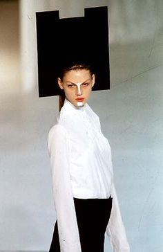 Hussein Chalayan - Spring/Summer 1998   Scott Wilson x Hussein Chalayan headpiece