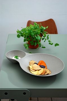 Double Loop Chipdipper | chip and dip plate | stone grey #zuperzozial #biodegradable