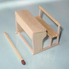 how to: scale school desk Popsicle Stick Houses, Popsicle Stick Crafts, Craft Stick Crafts, Miniature Crafts, Miniature Dolls, Miniature Furniture, Dollhouse Furniture, Diy Dollhouse, Dollhouse Miniatures