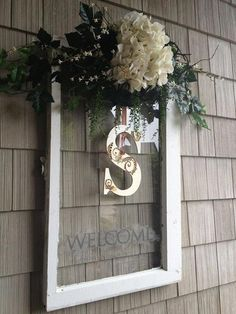 Old window repurposed. Vintage Windows, Old Windows, Old Window Frames, Shabby Chic Decor, Diy Home Decor, Wedding Planning, Cricut, Antique Windows, Shabby Chic Decorating
