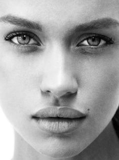 Clean skin, groomed brows, and minimal to no makeup all around Mathilda Bernmark Black And White Portraits, Black And White Photography, Beauty Photography, Portrait Photography, Photography Music, Beautiful Eyes, Beautiful People, Fotografie Portraits, Photo Portrait